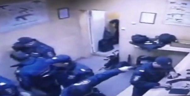 В сети появилось видео убийства московского полицейского