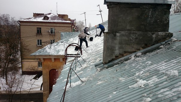 В Исетске мужчина разбился насмерть, упав с крыши магазина