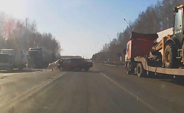 В сети появилось ВИДЕО лобового столкновения на трассе Тюмень — Омск
