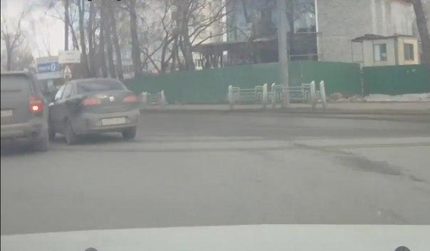 Авария на выезде с ул.Ленина на М.Тореза. ВИДЕО спорного ДТП (опрос)