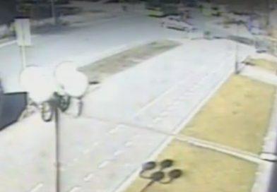 В Тюмени легковушка переехала дорогу байкерам. ВИДЕО аварии на Ямской