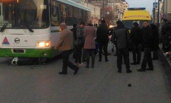 Скутер попал под автобус в Тюмени