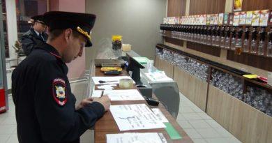 полиция в Тюмени выносит пиво