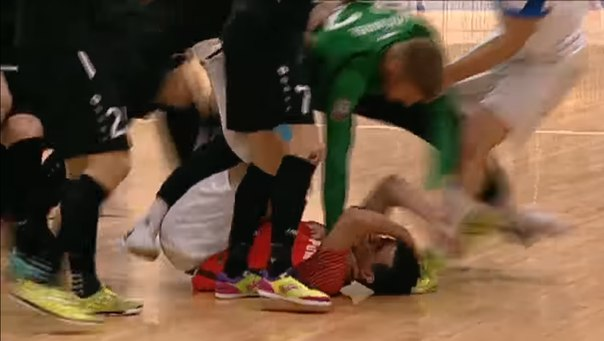 драка на матче МФК Тюмени и Югра