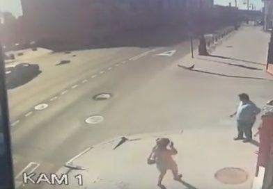 На пешеходном переходе в центре Тюмени сбили 60-летнюю женщину. ВИДЕО с камеры наблюдения