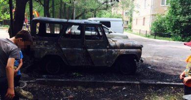 пожар на Жигулевская в Тюмени УАЗ