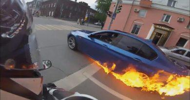 BMW загорелся в Перми