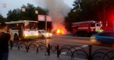 на Республики загорелся автомобиль
