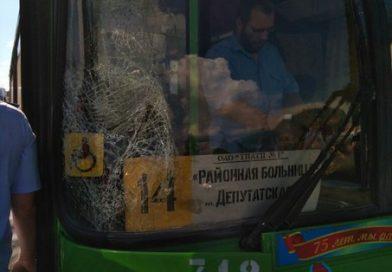 На Авторемонтной автобус 14-го маршрута сбил юного велосипедиста