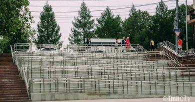 удобный пандус для инвалидов на ФК Тюмень