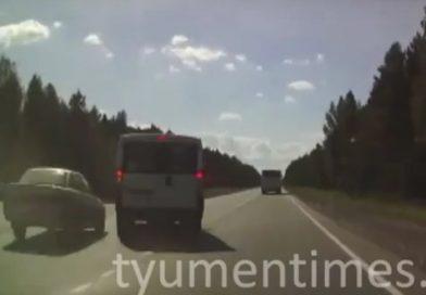 Опубликовано ВИДЕО жесткого столкновения микроавтобуса и ВАЗа на Червишевском тракте
