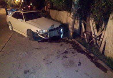 В Тобольске выпивший водитель тонированного «корча» вылетел на тротуар и снес пешехода