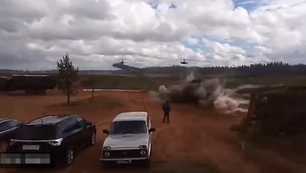 вертолет выстрелил по зрителям