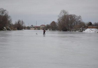 рыбак лед