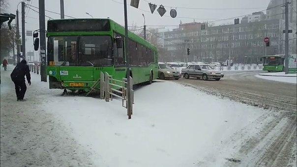 автобус забор Тюмень