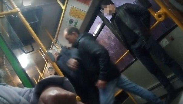 выкинули из автобуса
