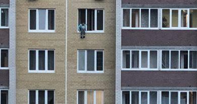 в окне 8 этажа