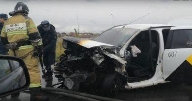 лобовую аварию яндекс-такси