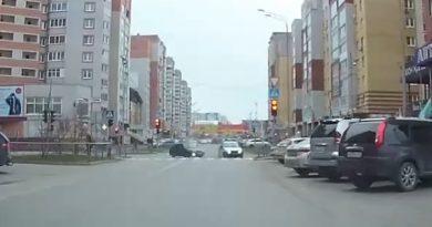четырки и полицейского автомобиля