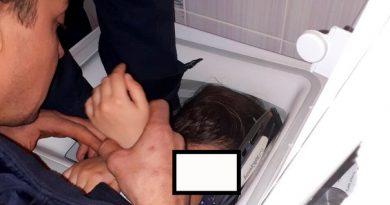 вытащили девочку из стиральной