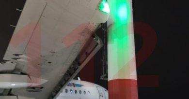 самолет врезался в мачту