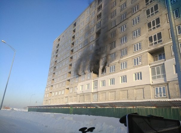 пожар на стройке в Тюмени