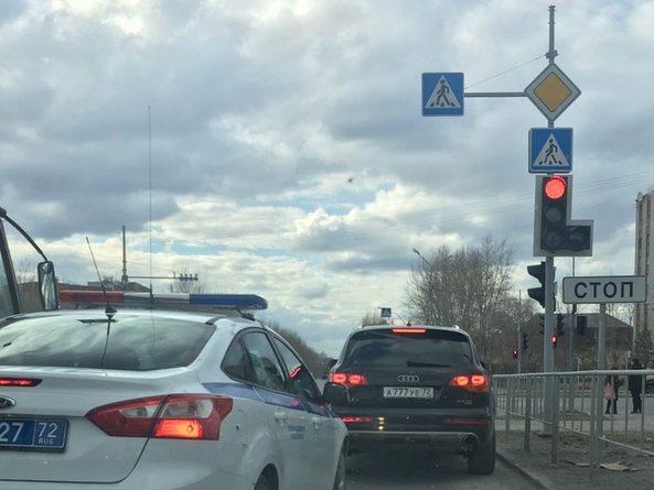 """Тюменские полицейские задержали Audi Q7, Mercedes и Camry с """"красивыми"""", но поддельными номерами"""