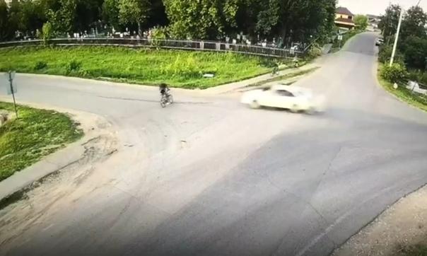 Смертельный наезд на юного велосипедиста попал на видео