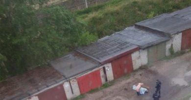 в гаражах на Боровском