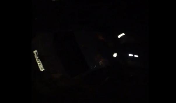 """""""Шел 180, несколько машин по пути насобирал"""". Ночью на Елизарова легковушка влетела в дерево"""
