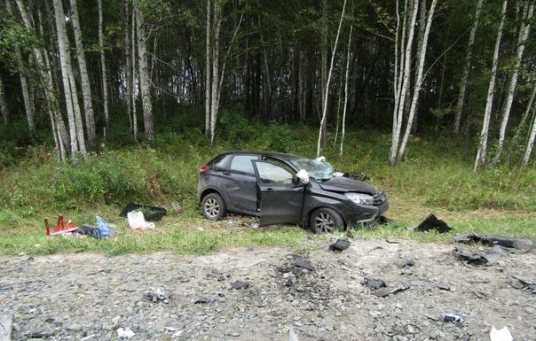 Лобовая авария под Исетским: Land Cruiser на встречке протаранил XRAY
