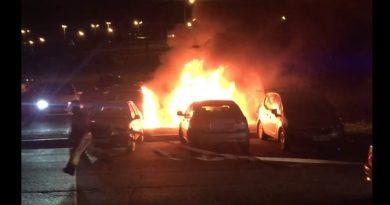 Ночью в Тюмени горел Volvo. ВИДЕО очевидцев