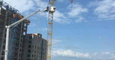 В Тюмени на Муравленко в кабине башенного крана скончалась крановщица