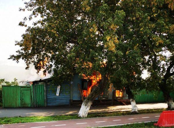 В Тюмени на Ямской горел частный дом. ВИДЕО