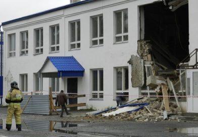ЧП в Ялуторовске: рухнула стена здания на ул.Революции