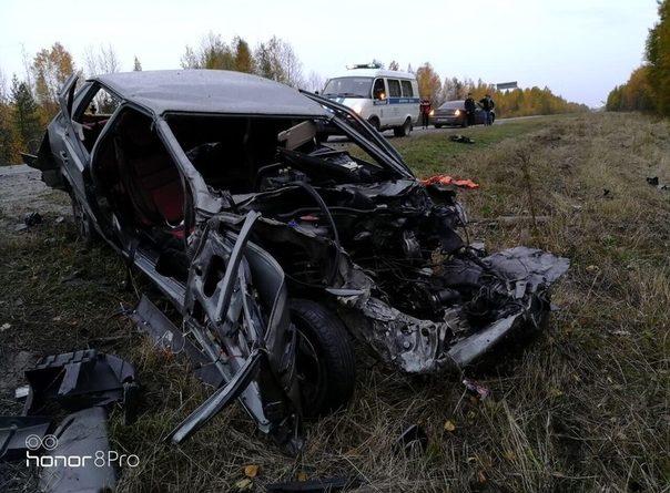 """На трассе Тюмень - Ханты-Мансийск """"пятнашка"""" залетела под грузовик, погиб водитель легковушки"""