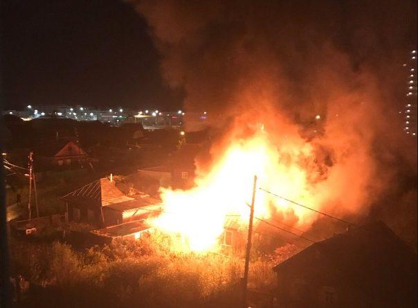 Ночной пожар в южном микрорайоне Тюмени: пострадавший мужчина в реанимации