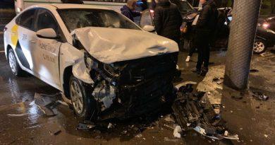 Жесткая авария на Республики-Воровского: пострадала пассажирка такси