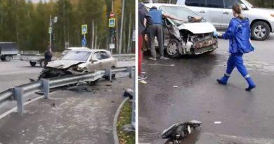 """Жесткое ДТП на Ялуторовском тракте: Cayenne в отбойнике, """"Хонду"""" резали спасатели"""