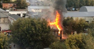 Крупный пожар в Зареке: горел двухэтажный дом на Новогодней