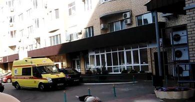 В Тюмени с высотки на Пермякова выпал мужчина