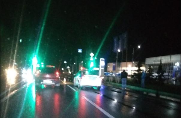 """Поздно вечером у """"Автограда"""" сбили пешехода"""