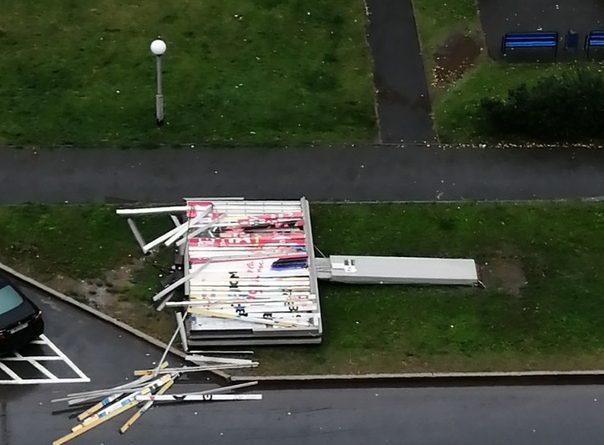 По Тюмени прошелся ураган: сорваны крыши, падали остановки и рекламные щиты. ФОТО, ВИДЕО