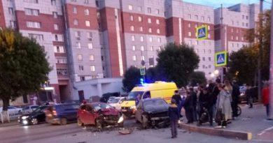 "Вечерняя авария у ""Тураны"": Ford врезался в Mercedes"