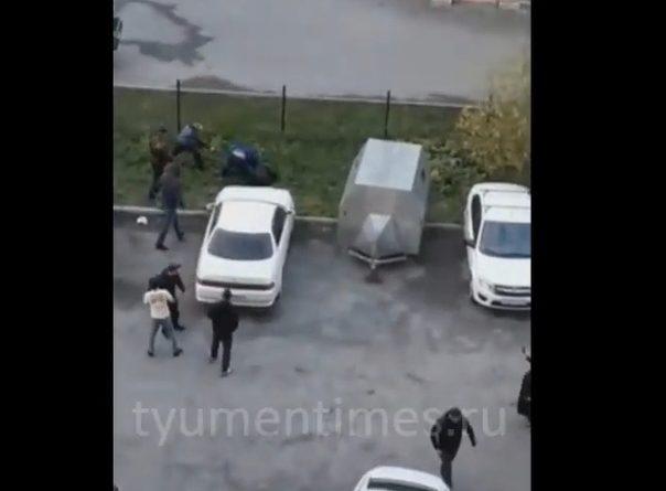 В тюменской Зареке устроили разборки со стрельбой. ВИДЕО