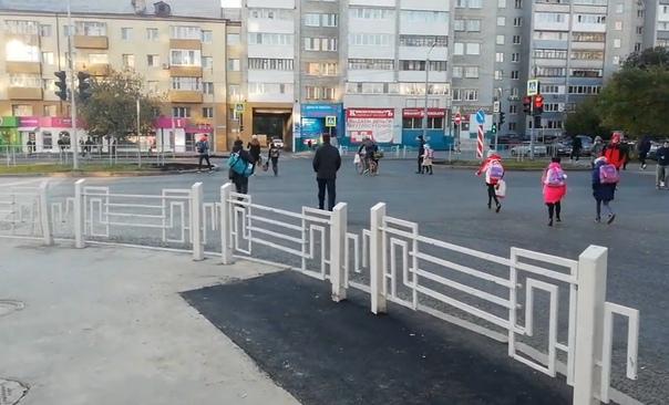 """""""Зачем делать крюк в 50 метров, если финишная цель прямо?"""" Тюменец требует внести изменения в пешеходный переход в центре города"""