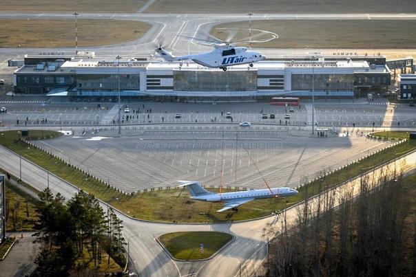 """Перед тюменским аэропортом """"Рощино"""" установили легендарный ТУ-134"""