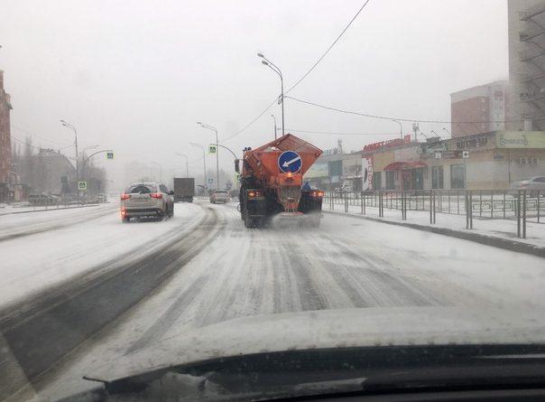 """В Тюмени идет снегопад, началась """"просолка"""" дорог"""