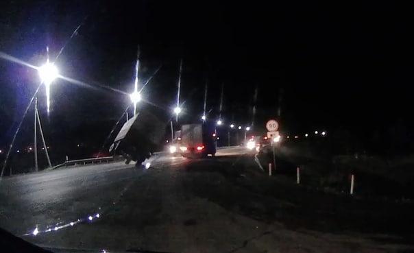 Отцепившийся от фуры прицеп расплющил кабину встречного КАМАЗа. ВИДЕО аварии на трассе Тюмень-Екатеринбург