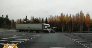 Появилось ВИДЕО страшной аварии в Карелии, где фура снесла выехавшую на трассу легковушку